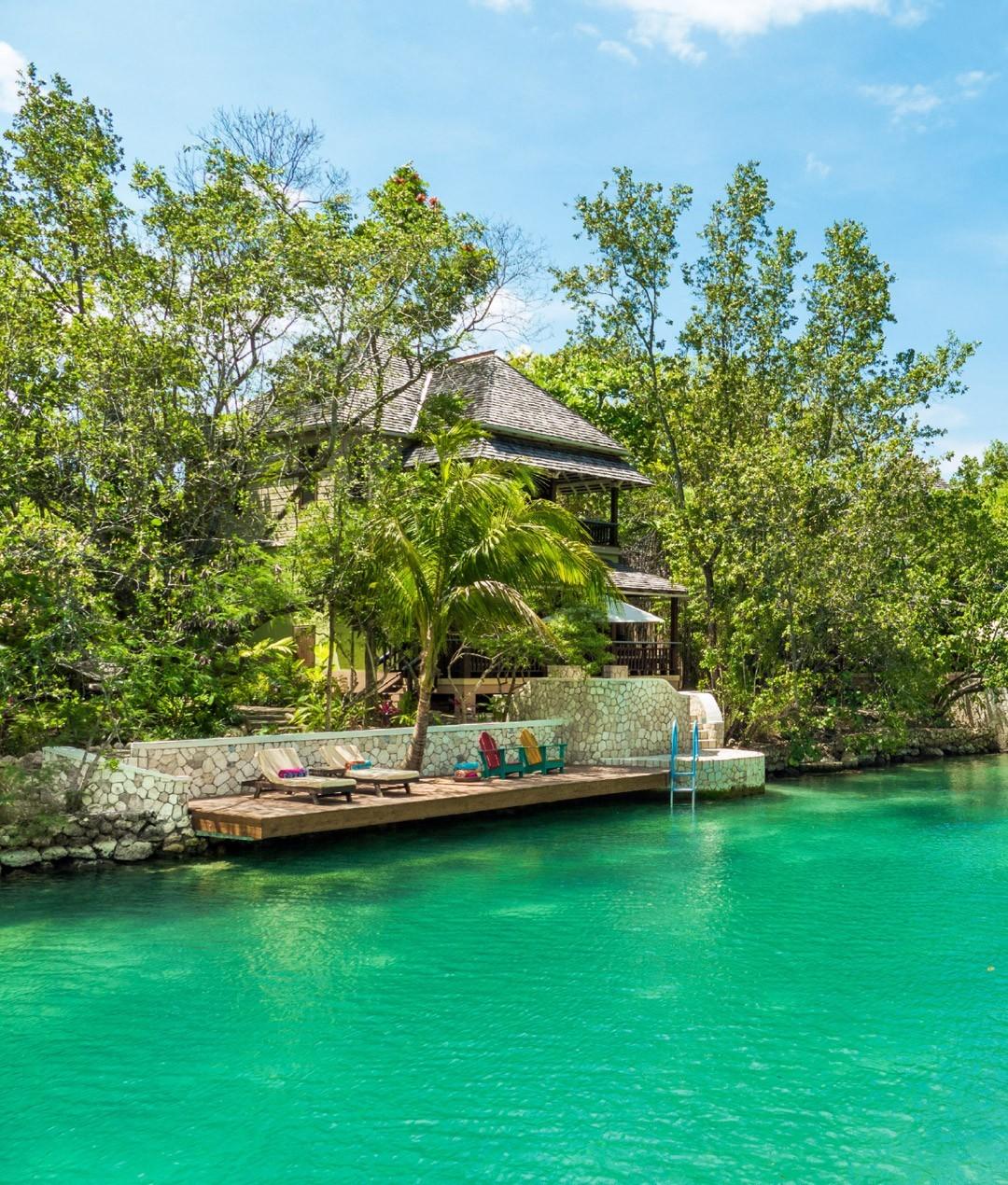 10-two-bedroom-lagoon-villa-carousel-1