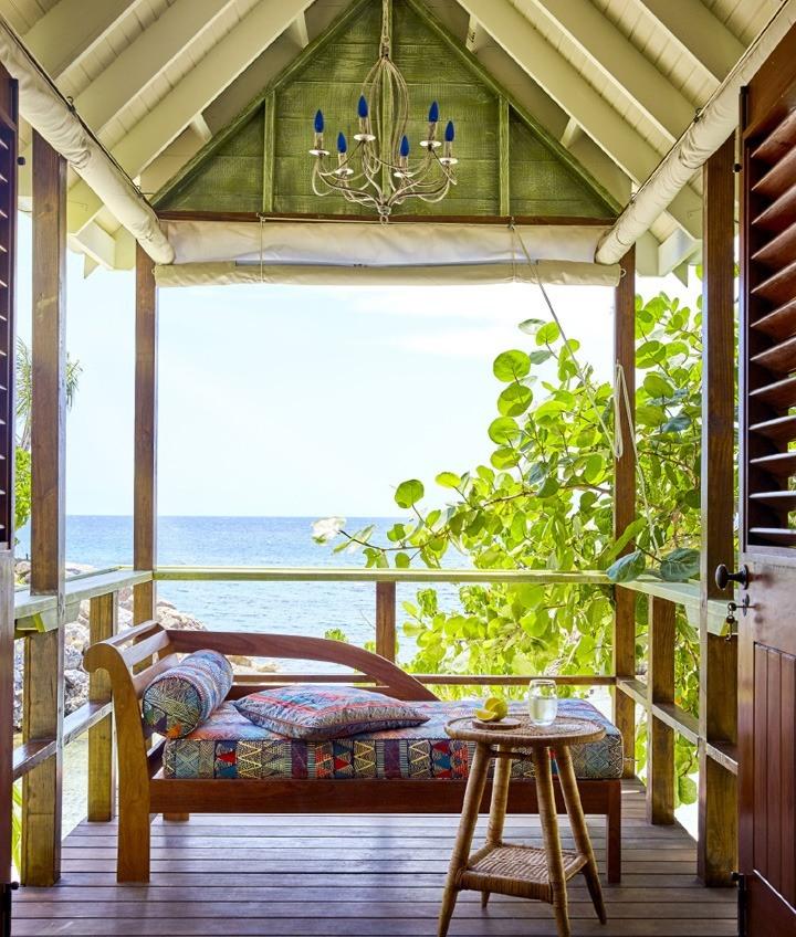 14-one-bedroom-hut-carousel-2