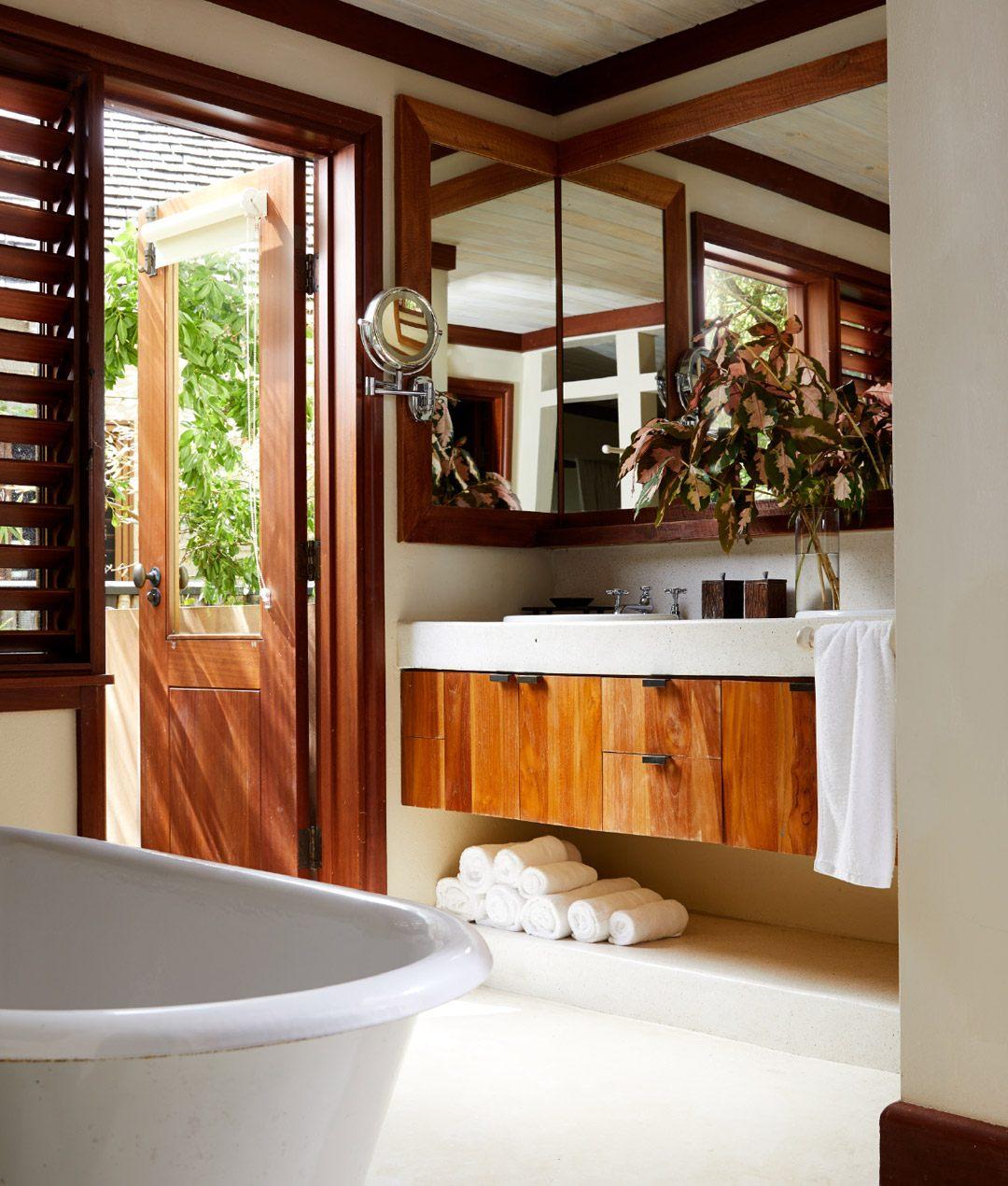 9-one-bedroom-lagoon-villa-carousel-3